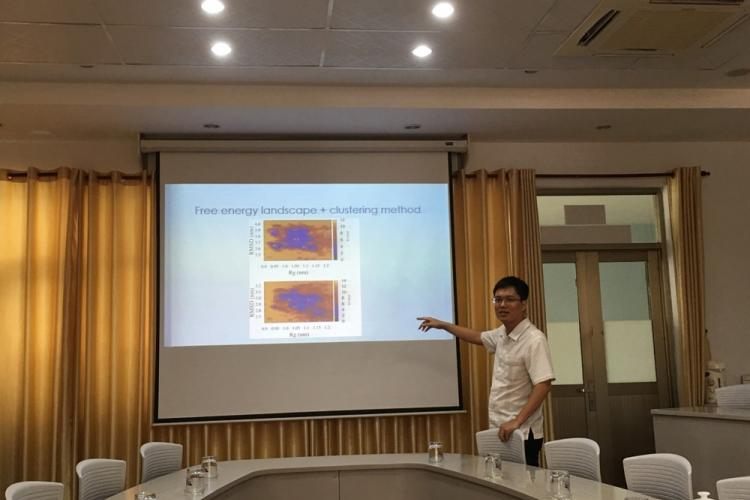 Dr. Ngo Son Tung presented at the seminar